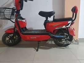 Moto eléctrica usado dos meses precio negociable