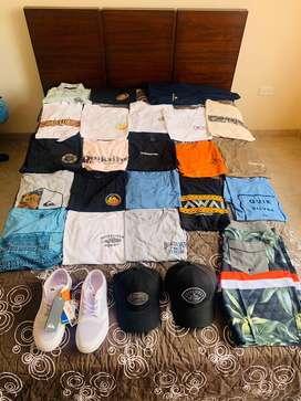 De venta camisetas, gorras, boardshort y zapatos
