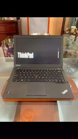 Lenovo thinkpad X240 core i7 de 4th gen 8gb ram 256gb sólido Pantalla 12.5 ultra delgado y liviano doble pila y huella