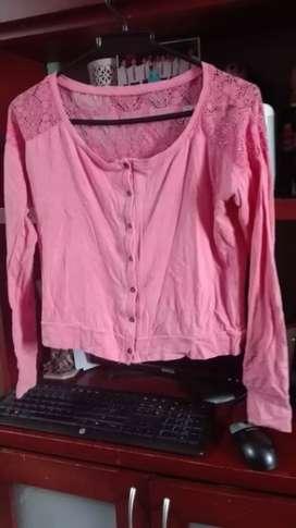 Lindas blusas talla S LEONISA con muy poco uso