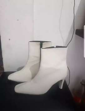 Botas blancas 38/39..usadas muy lindas.!
