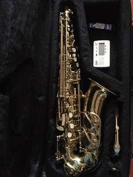Saxofón alto marca Antigua
