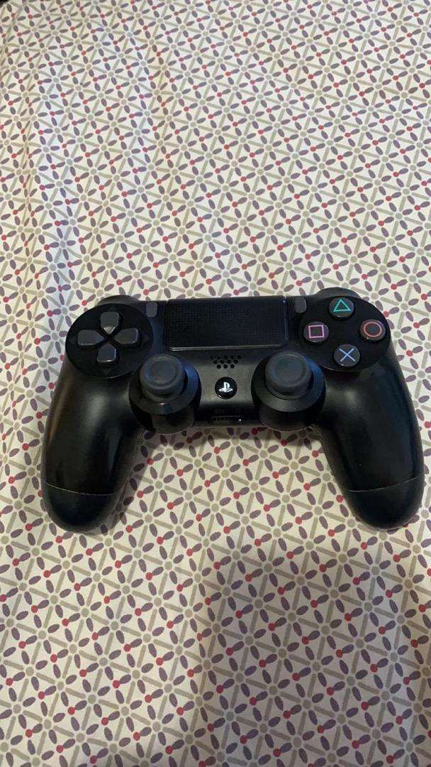 Play station 4 slim 0