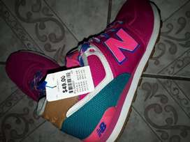 Tennis new balance talla 7 1\2 traidos
