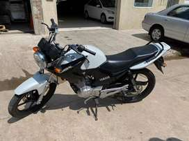 Vendo yamaha impecable