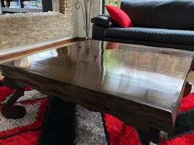 Hermosa mesa de centro en madera maciza