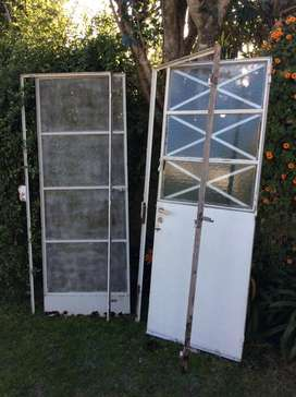 Puerta de chapa dura + puerta mosquitera