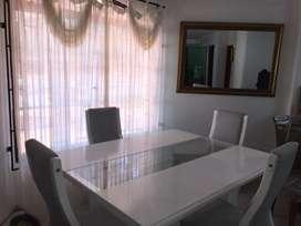 Mesa comedor blanco con 6 asientos