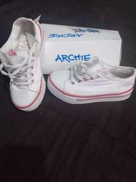 Zapas Archie Poco uso