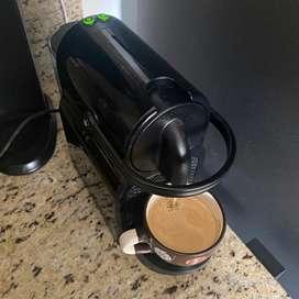 Nespresso Inissia (Usada) con accesorios