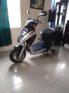 Hermosa scooter 125cc solo tarjeta de propiedad súper económica lista para andar