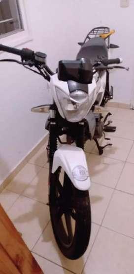 Moto 150 excelente estado.