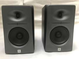 Monitores de estudio profesionales JBL, modelo LSR 2325 p.