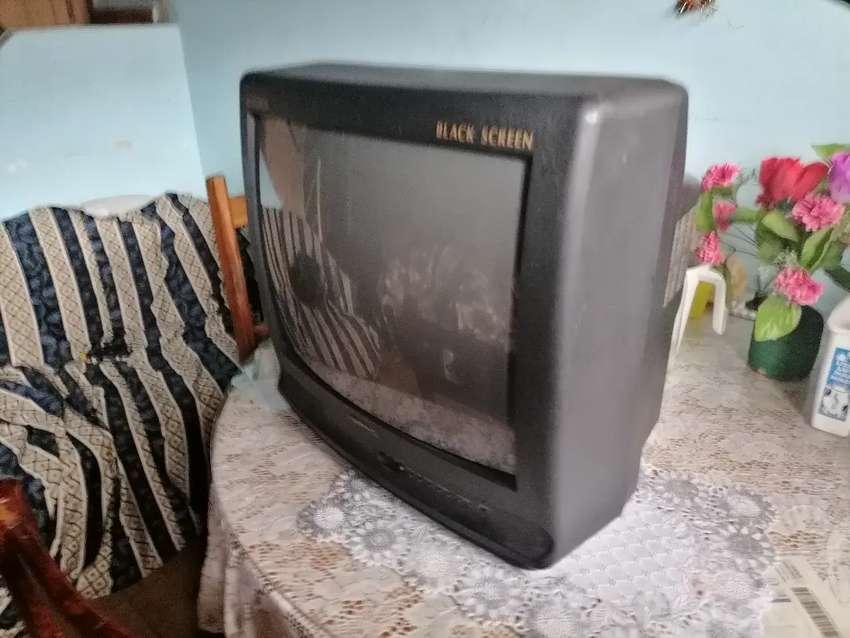 Hermoso televisor crown.