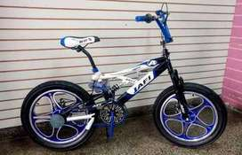 Vendo esta bicicleta BMX