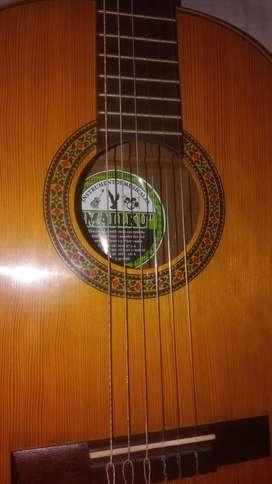 Guitarra clásica de calidad traída de Perú