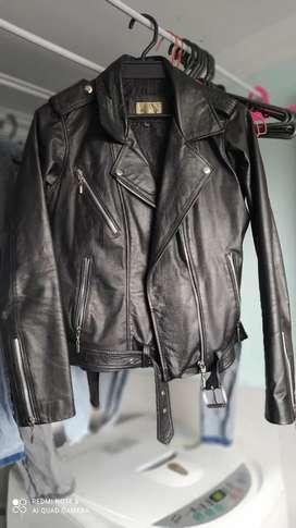 Vendo chaqueta de cuero usada