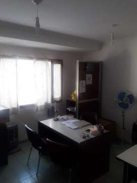 Alquilo oficina en zona centro de Neuquen.