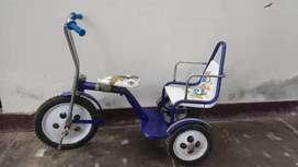 Vendo 02 triciclos para niños