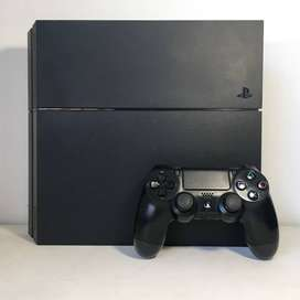 Play Station 4 / PS4