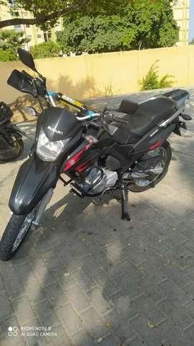 Moto Suzuki dr 150 negra