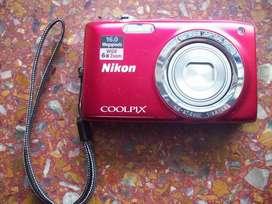 CAMARA NIKON S 2700 16MPX FILMA HD NUEVA.!!