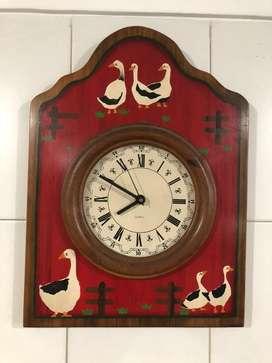 Conjunto reloj portarollo perchero impecable estado