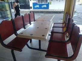 Se venden Dos Juegos de sillas para negocio