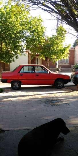 Vendo Renault 9 GNC muy buen estado . Titular al día . 78.000