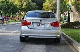 BMW 320i año y modelo 2010 automático