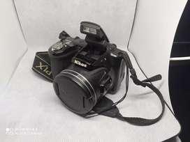 Cámara Nikon COOLPIX L380, trípode y accesorios