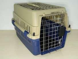 Kennel Transportador Pequeño L50 Piso Impermeable. Rejilla en el techo