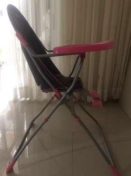 Se vende silla comedor para niña