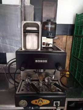 Maquina café expreso, y menaje cafetería