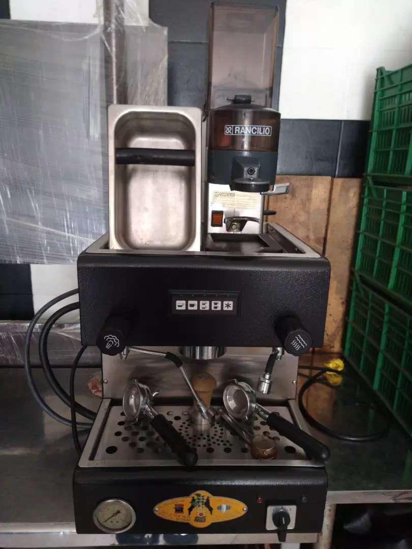 Maquina café expreso, y menaje cafetería 0