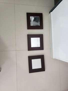 HERMOSOS ESPEJOS viselados con marco en madera color wengue, son 3,los puedes ubicar en varios espacios de tu hogar