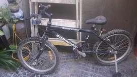 Vendo bici nueva no se uso pero por estar guardada ay que cambiar gomines