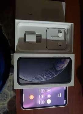 Vendo iPhone XR con factura de iShop y accesorios originales