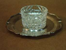 Salero Antiguo De Cristal Tallado Y Plato De Metal Plateado