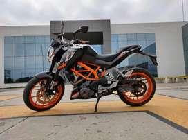 MOTO KTM 390 DUKE CON ACCESORIOS ORIGINALES ABC Y MANTENIMIENTO AL DÍA PAPELES EN REGLA 10/10