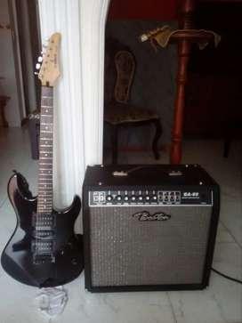 Guitarra eléctrica yamaha ERG 121 con amplificador grande