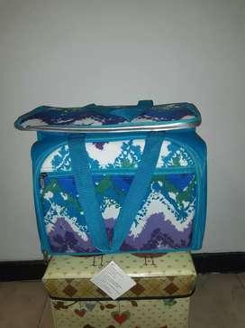 Se vende Nevera tipo maletin para Camping .