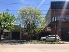 Casa 3 ambientes Av Arenales 523 Moron 341,85m2 3 cocheras oficinas