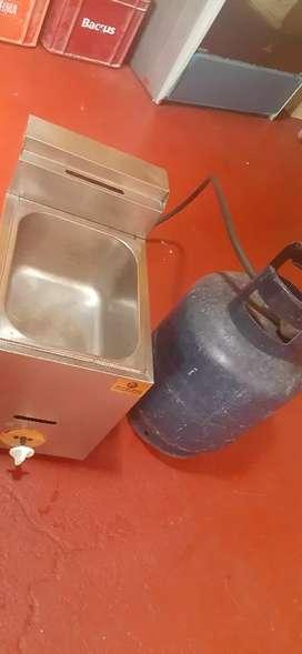 Vendo freidora de acero con balón de gas