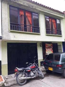 Espectacular casa de dos pisos en Chinchina