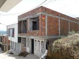 Se vende casa  de dos pisos en costruccion