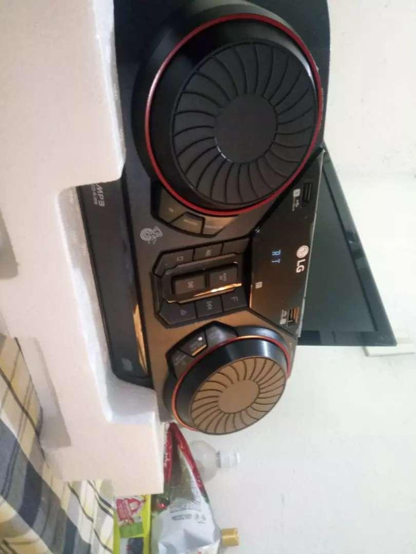 Equipo De Sonido Mini LG Ck43 300w Nuevo Sonido Excelente 0