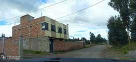 Venta de Casa de dos pisos con amplia área verde en la ciudad de Riobamba, parroquia San Andrés a  800 mts de la E35