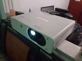 Videobeam Panasonic de 4000 lumens, xga, hdmi por solo $ 600.000