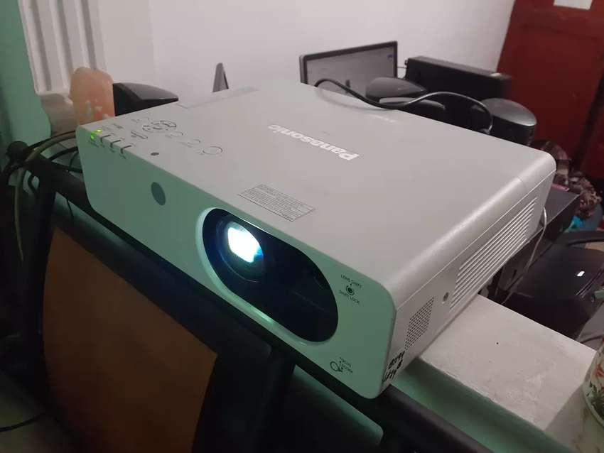 Videobeam Panasonic de 4000 lumens, xga, hdmi por solo $ 600.000 0